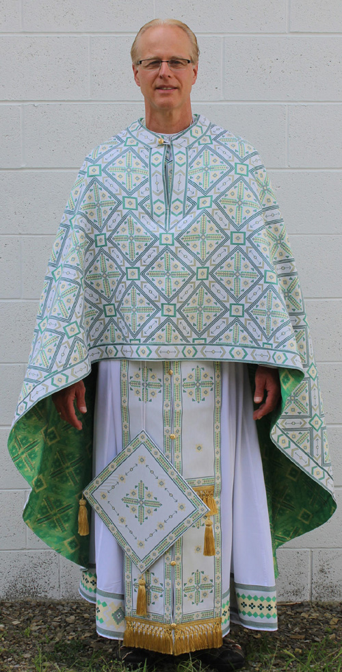Green/Gold Woven Fabric Priest Vestment